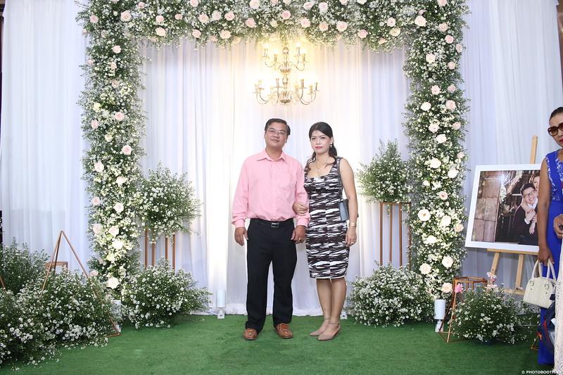 Vy-Cuong-wedding-instant-print-photo-booth-in-Bien-Hoa-Chup-hinh-lay-lien-Tiec-cuoi-tai-Bien-Hoa-WefieBox-Photobooth-Vietnam-008.jpg