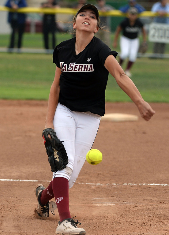 . La Serna starting pitcher Jamie Wren throws to the plate against Bishop Amat in the first inning of a prep playoff softball game at Bishop Amat High School in La Puente, Calif., on Thursday, May 22, 2014. La Serna won 6-0.   (Keith Birmingham/Pasadena Star-News)