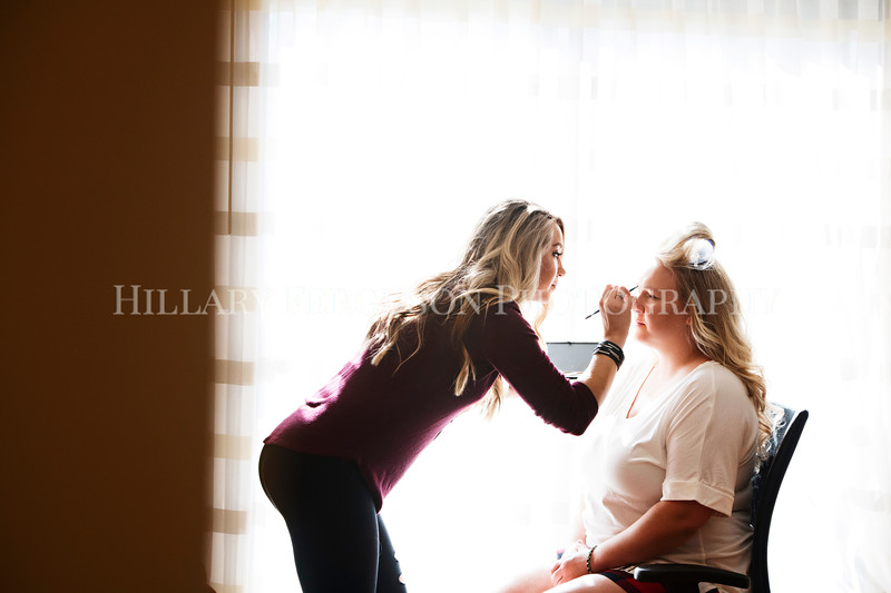 Hillary_Ferguson_Photography_Melinda+Derek_Getting_Ready083.jpg
