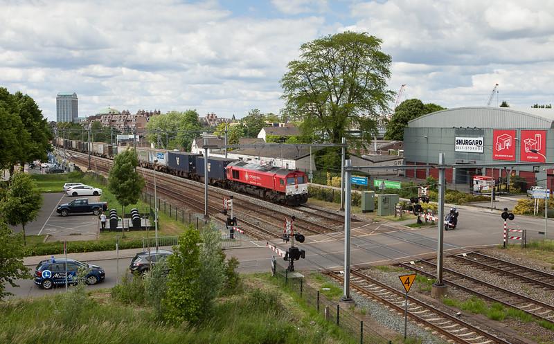 Crossrail DE6308 on the 48542 (Geleen-Lutterade/NL - Sittard/NL - Vise - Novara/I) in Maastricht.