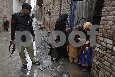 pakistan-police-arrest-parents-refusing-kids-polio-vaccine