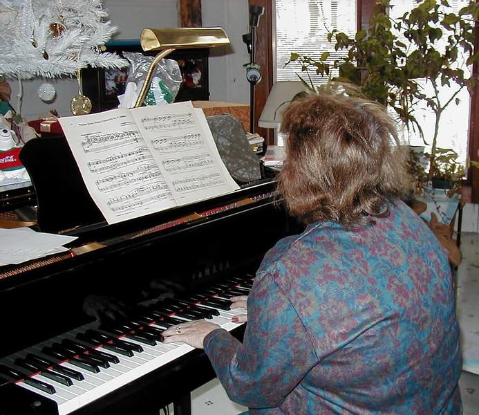 Shirley Lebin, jamming at the Lebin house, Dec 10 2000.