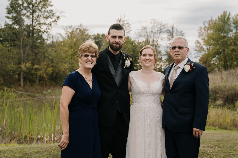 rustic_ohio__fall_barn_wedding-252.jpg