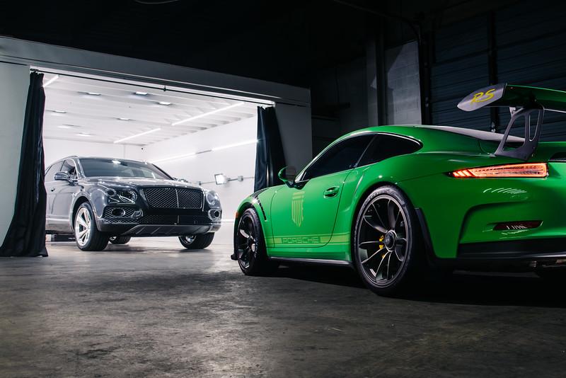 Vive_Detail_Bentayga_Porsche_GT3RS-1.jpg