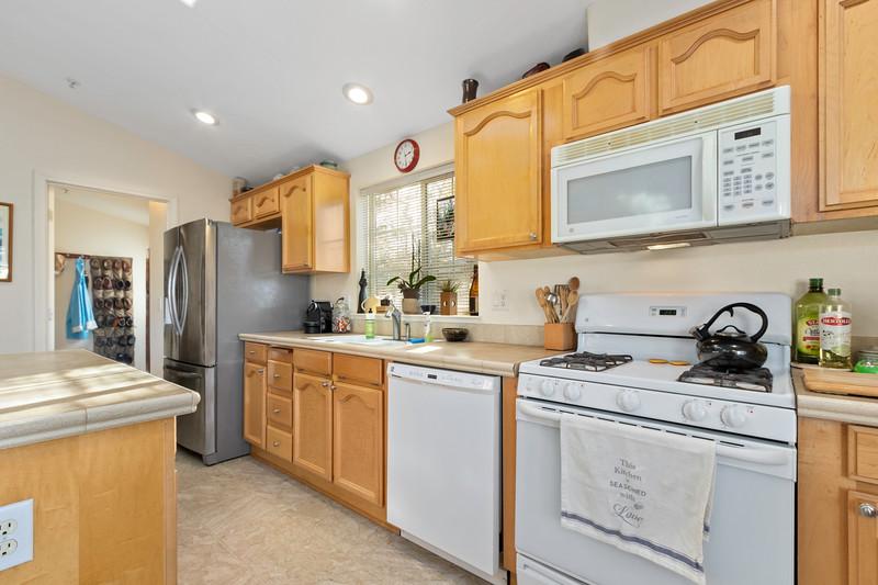9184 Birch 17 Kitchen.jpg