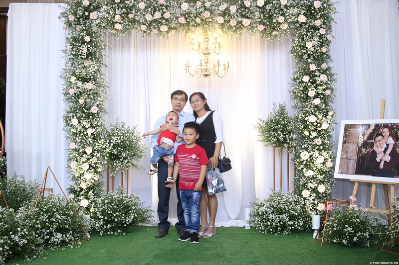 Vy-Cuong-wedding-instant-print-photo-booth-in-Bien-Hoa-Chup-hinh-lay-lien-Tiec-cuoi-tai-Bien-Hoa-WefieBox-Photobooth-Vietnam-020.jpg