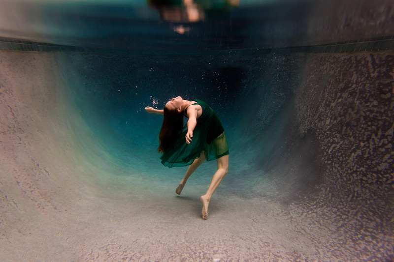UnderwaterJeni2.jpg