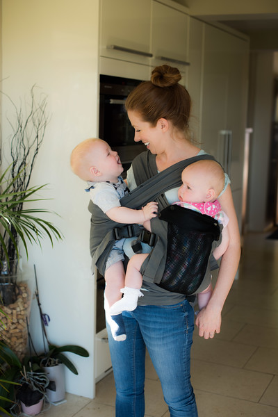 Izmi_Baby_Carrier_Breeze_Mid_Grey_Lifestyle_Twins_Mum_And_Baby_Smiling.jpg