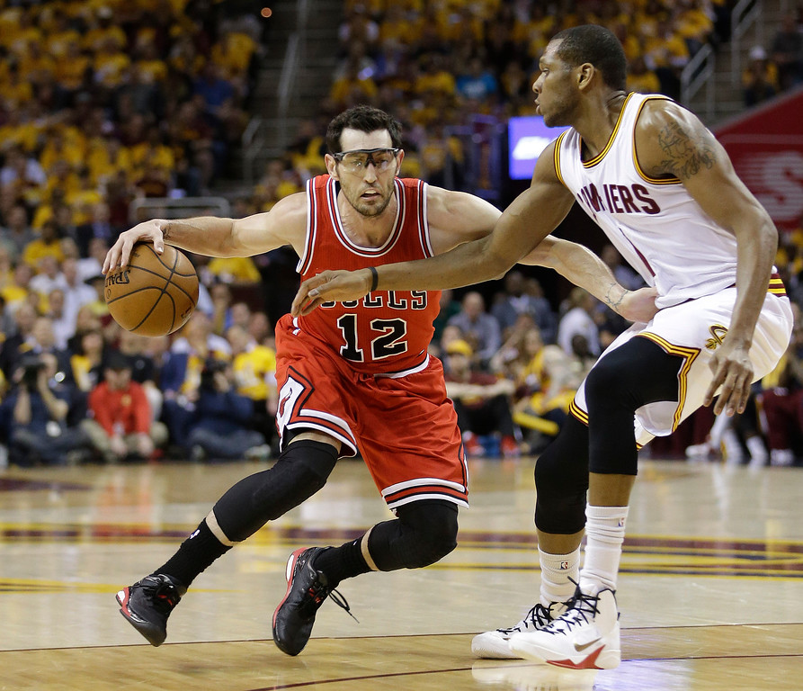 . Chicago Bulls guard Kirk Hinrich (12) drives against Cleveland Cavaliers forward James Jones during the second quarter of Game 1 in a second-round NBA basketball playoff series Monday, May 4, 2015, in Cleveland. (AP Photo/Tony Dejak)