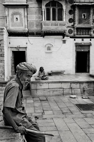 old_man_streets_of_jaisalmer_india.jpg