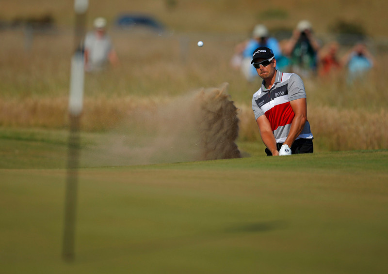 . Henrik Stenson of Sweden chips out of a bunker onto the fifth green during the second round of the British Open golf Championship at Muirfield in Scotland July 19, 2013.   REUTERS/Brian Snyder