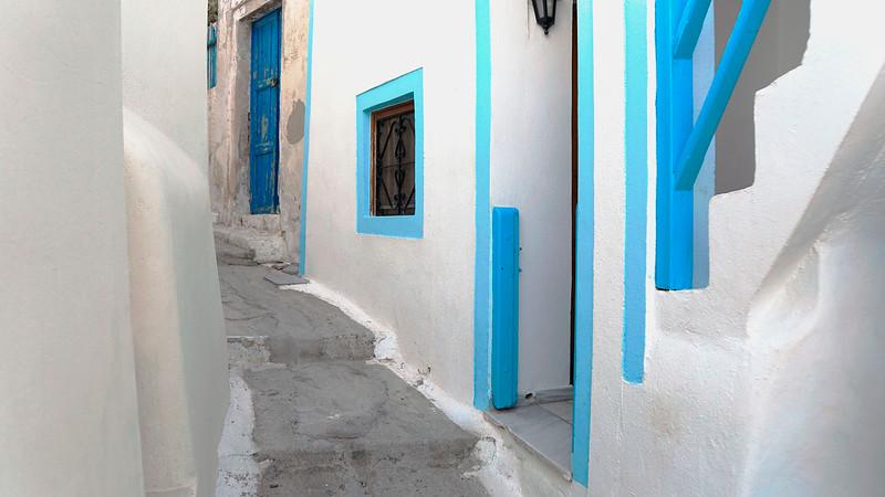Alley in Fira