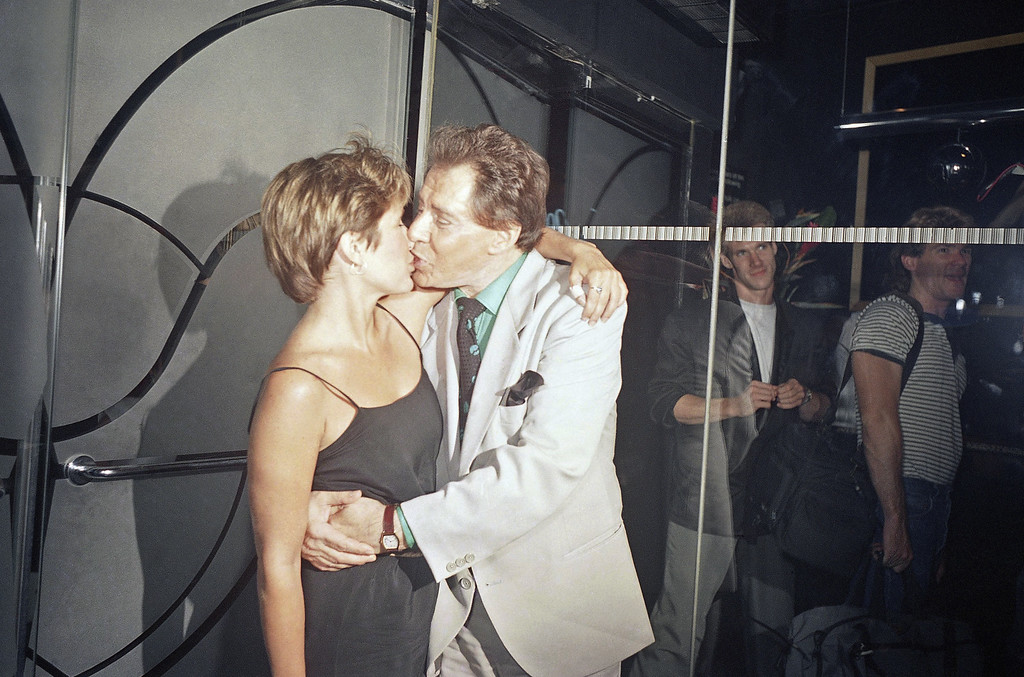 . Carrie Fisher gives her father Eddie Fisher a happy birthday kiss at Stringfellow\'s  in New York, Aug. 11, 1988. The daughter threw her father the party in honor of his 60th birthday. (AP Photo/Frankie Ziths)