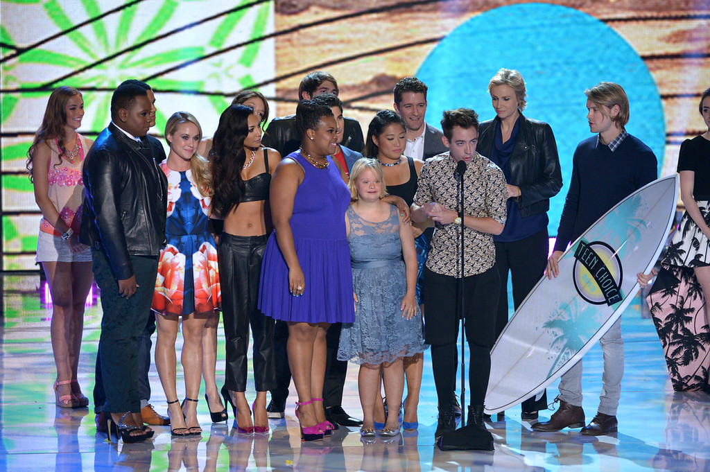 """. Cast members from \""""Glee\"""" accept the award for choice TV show: comedy at the Teen Choice Awards at the Gibson Amphitheater on Sunday, Aug. 11, 2013, in Los Angeles. (Photo by John Shearer/Invision/AP)"""