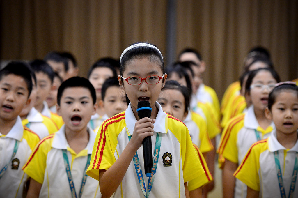 """. Zixio Wang, 9, of Harbin Normal University in China, leads her class in \""""We wish you a Merry Chistmas and a Happy New Year\"""" song as the Chinese school children visit Immaculate Conception Catholic School in Monrovia Wednesday, January 22, 2014. (Photo by Sarah Reingewirtz/Pasadena Star-News)"""