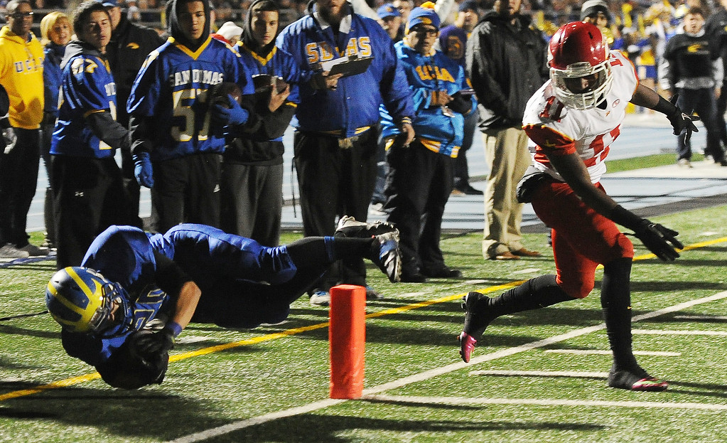 . San Dimas\' Manny Elizalde (20) dives for the touchdown past Paraclete\'s Melquise Stovall in the first half of a CIF-SS Mid-Valley Division championship football game at San Dimas High School in San Dimas, Calif., on Friday, Dec. 6, 2013.   (Keith Birmingham Pasadena Star-News)