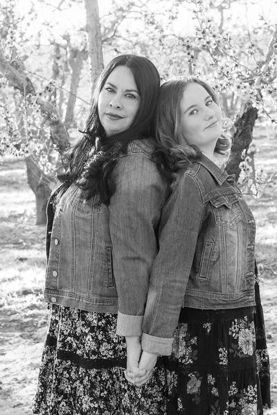 Mom and Daughter sessions with Boise Idaho Photographer BW no logo.jpg