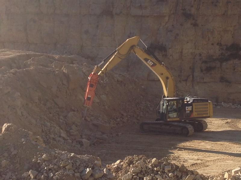 NPK GH15 hydraulic hammer on Cat 336EL excavator - making rip rap (7).JPG