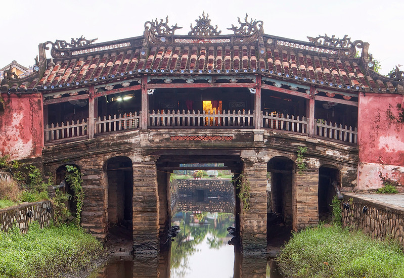 japanese-bridge-hoi-an-vietnam.jpg