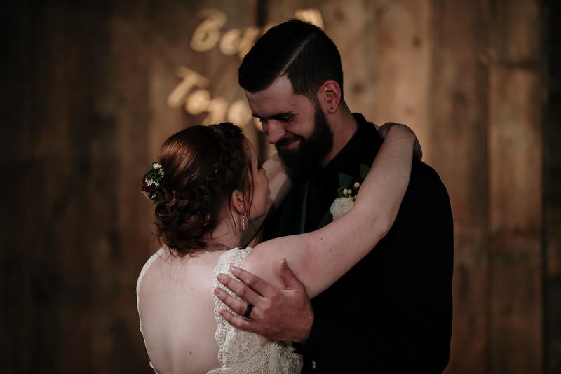 rustic_ohio__fall_barn_wedding-388.jpg