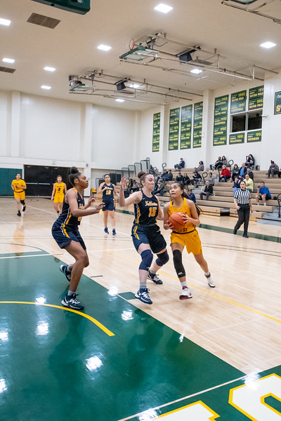 Basketball-W-2020-01-10-6587.jpg