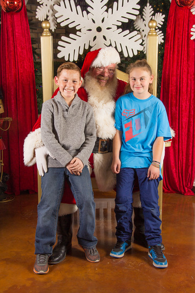 Santa 12-16-17-263.jpg