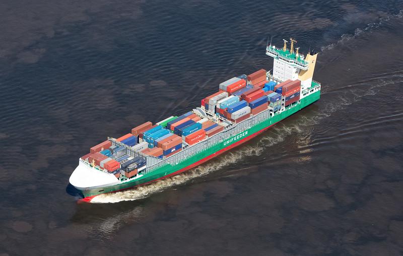 Containerschiff Luftbild Heinrich Ehler auf der Elbe in Hamburg
