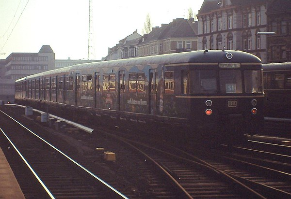 Hamburg S-bahn class 470 EMU, Hamburg Altona, 24th February 1990.