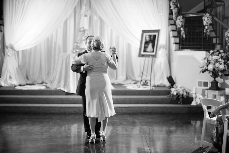 0907_Josh+Lindsey_WeddingBW.jpg