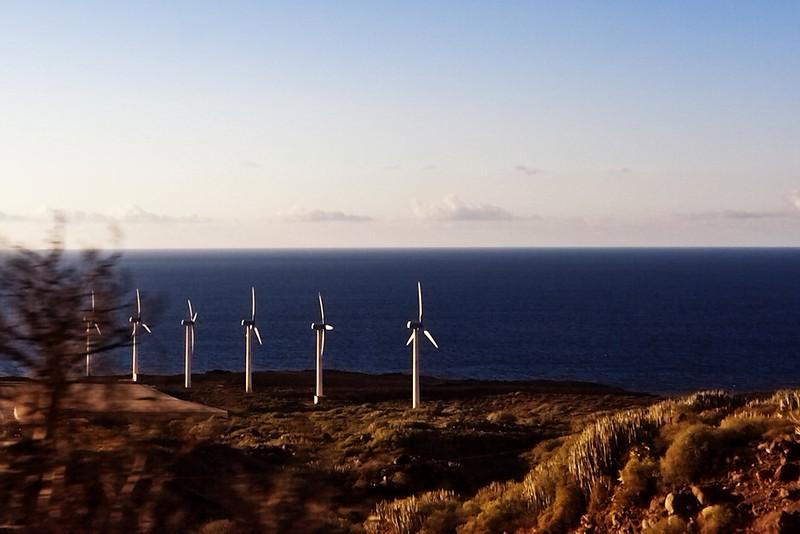 Větrné elektrárny jsou tu poměrně častým jevem. Není divu, větrno je tu poměrně dost takřka všude.