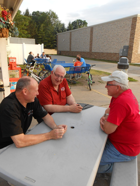. Residents enjoy some ice cream at Doozie\'s Ice Cream Place Sunday June 22, 2014 . Photos by Kelly Rocheleau.