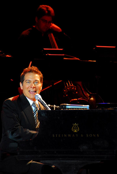 8/20/07 - Lisa and I went to the SCERA Shell for a concert this evening. It was extremely good. This is Michael Feinstein. He is nationally recognized for his performances of American standards, especially George Gershwin's songs. Jessica and Garret went with us.