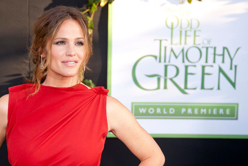HOLLYWOOD, CA - AUGUST 06: Jennifer Garner arrives at the 'The Odd Life Of Timothy Green' - Los Angeles Premiere at the El Capitan Theatre on Monday, August 6, 2012 in Hollywood, California. (Photo by Tom Sorensen/Moovieboy Pictures)