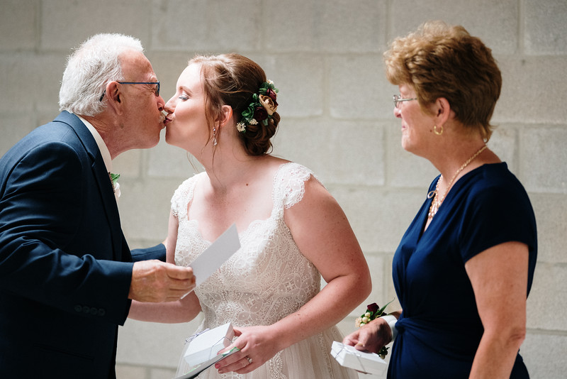 rustic_ohio__fall_barn_wedding-159.jpg