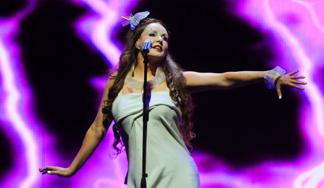 . Classical Soprano Sarah Brightman performs the song Beautiful Day on Thursday, Oct. 17, 2013, at the Xcel Energy Center in Saint Paul. (Pioneer Press: John Autey)