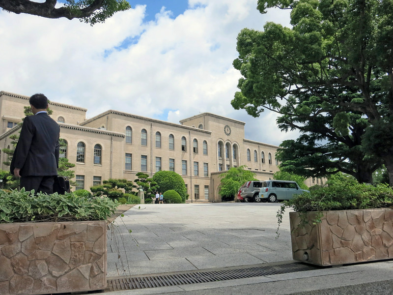 2092 Main building, 11 AM, Kobe University.jpg