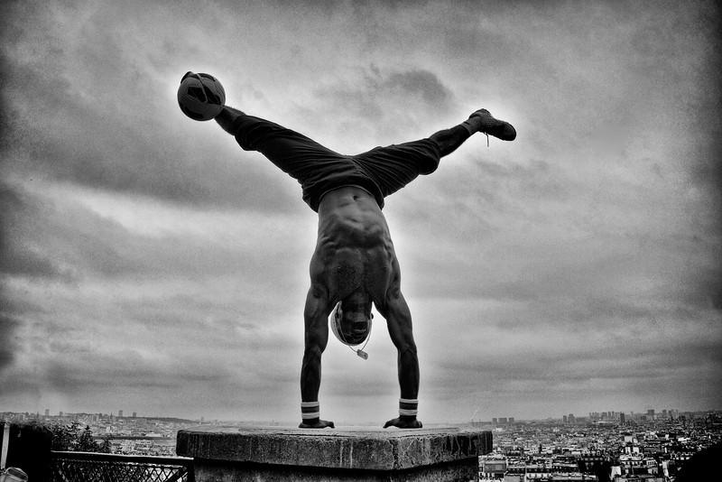 Paris Street B&W performer soccer 0299.jpg