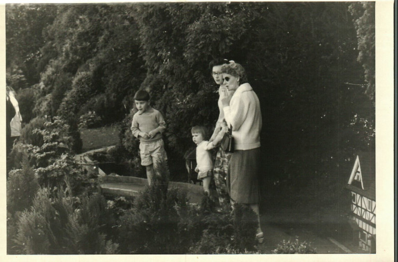Granny with Sheila, Paul and Jean