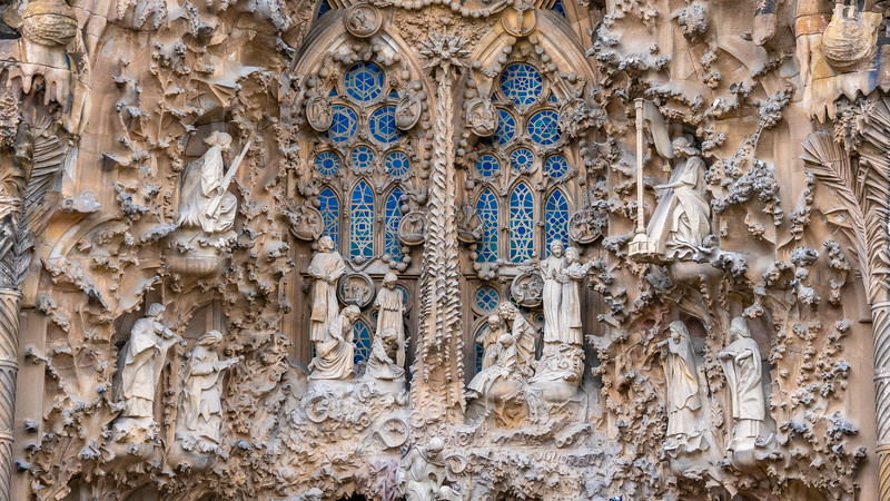 0250 Gaudi Sagrada Familia 16x9.jpg