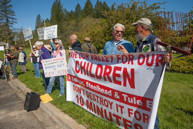 . Willits bypass protesters April 23, 2013 in front of the Willits CalTrans bypass project office at corner of Baechtel and E. Hill roads. Photo by Ree Slocum