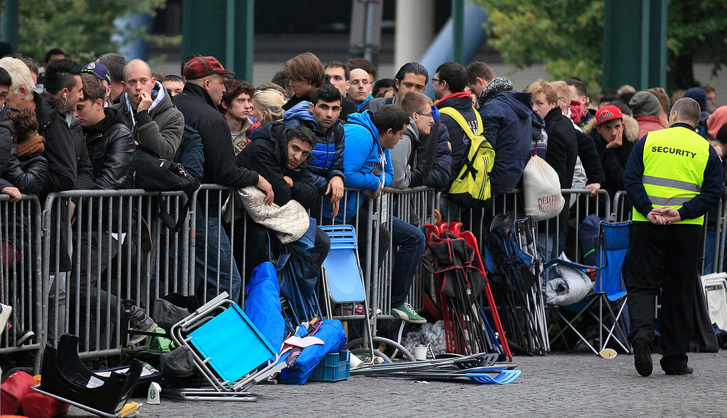 . People queue outside an Apple store for the start of the new iPhone sale in Oberhausen, Germany, Friday, Sept. 20, 2013. (AP Photo/Frank Augstein)