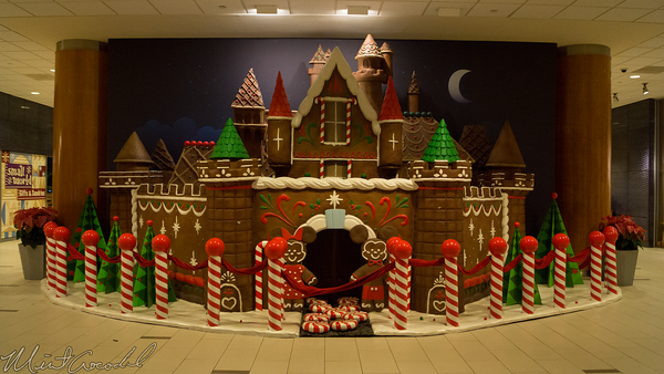 Disneyland Resort, Disneyland, Christmas, Holiday, Holidays, Christmas Time, Disneyland Hotel, Hotel, Gingerbread, Gingerbread House, House, Castle