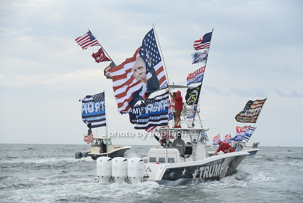 """""""Boaters for Trump""""  Flotilla at Navy Beach in Montauk   on August 7, 2020. photos by Rob Rich/SocietyAllure.com ©2020 robrich101@gmail.com 516-676-3939"""
