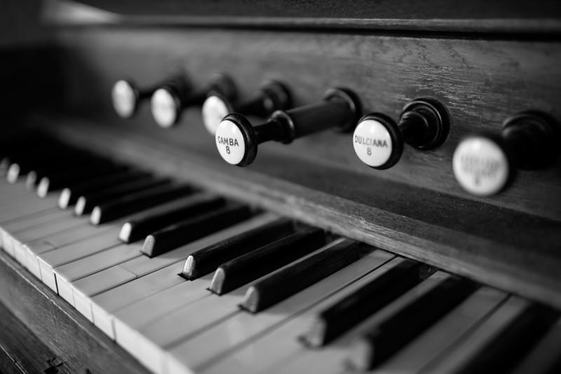 Spaldwick Church organ_7650339124_o.jpg