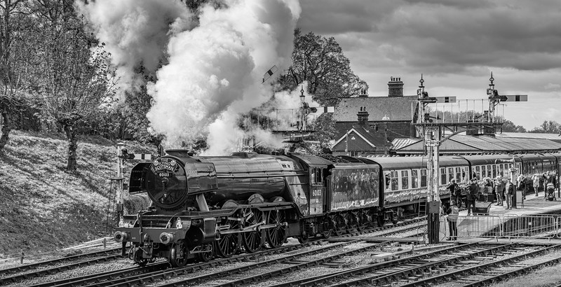 60103 - Flying Scotsman passes through Horsted Keynes Station
