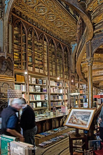 Sat 3/19 in Porto: Amazing Bookstore
