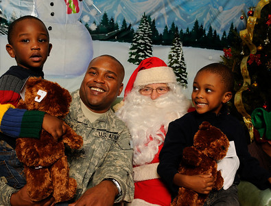 Ft Totten Family Santa
