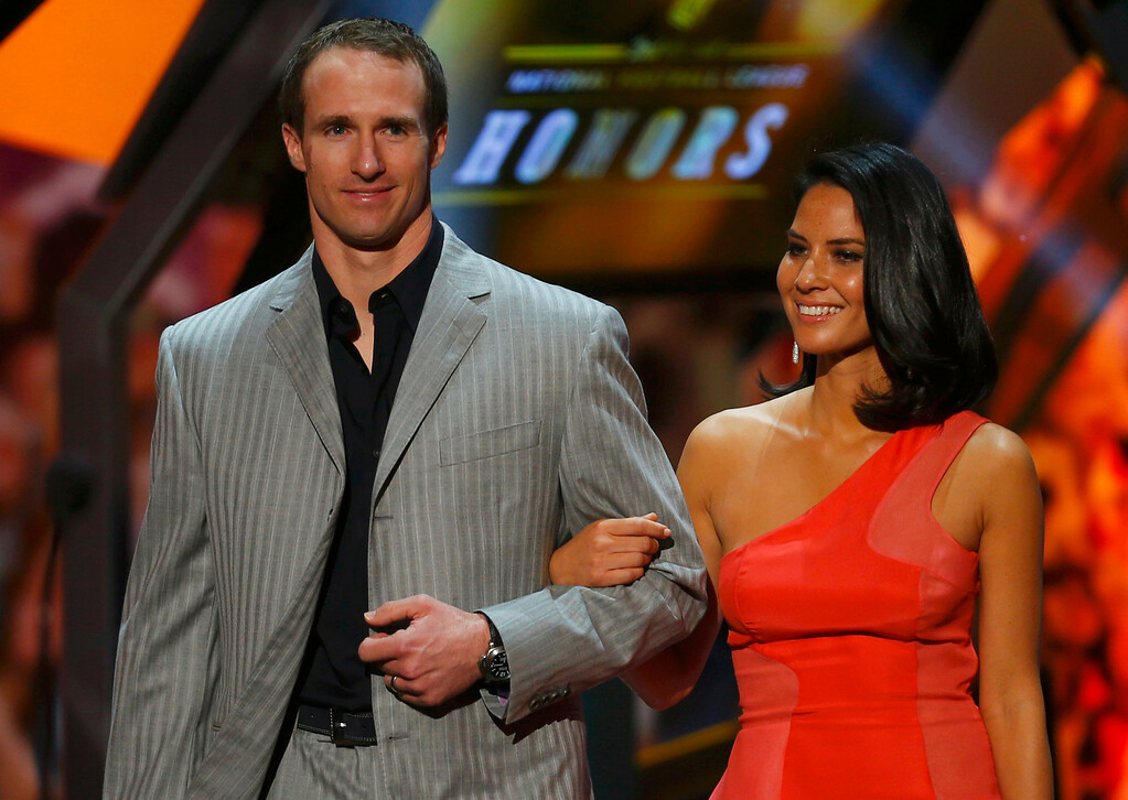 . New Orleans Saints quarterback Drew Brees and actress Olivia Munn walk together as presenters during the NFL Honors award show in New Orleans, Louisiana February 2, 2013.  REUTERS/Jeff Haynes