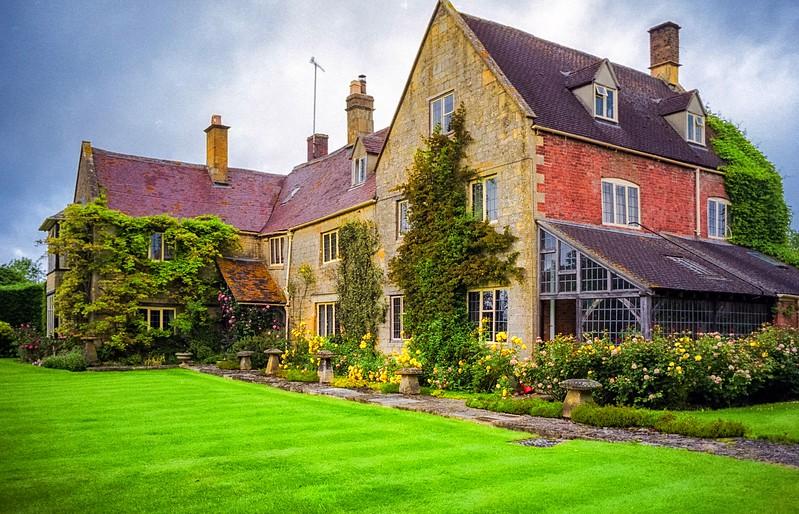 Neighbrook Manor  --  Bed & Breakfast