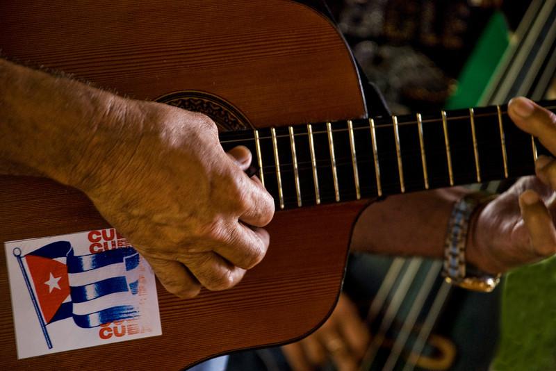 Cuba guitar player 4300.jpg